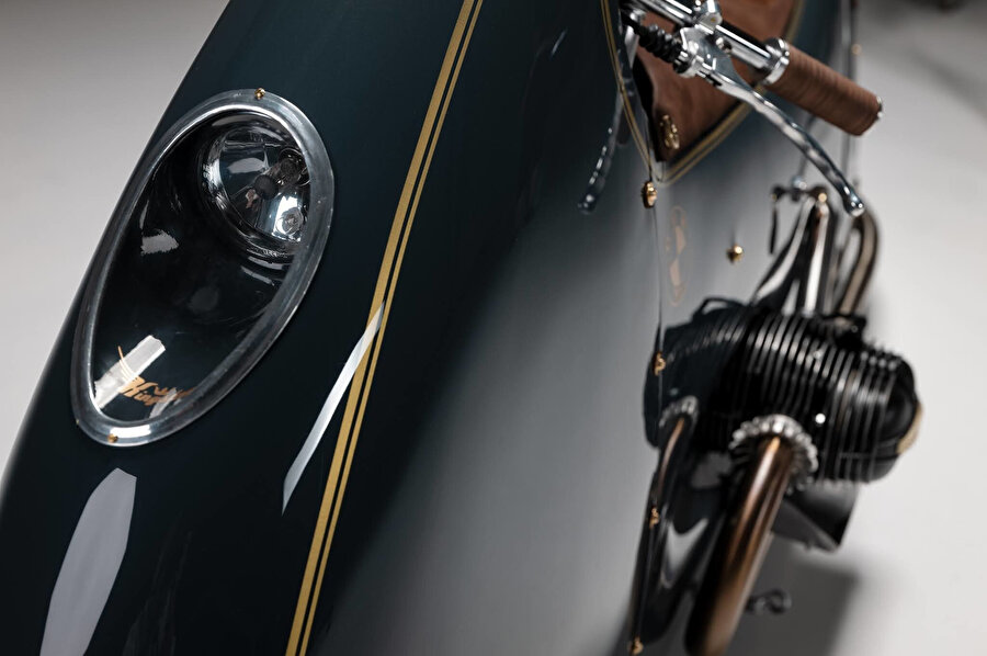 Farda olduğu gibi motorun bazı detay noktalarında 'Kingston Custom' yazısı yer alıyor.