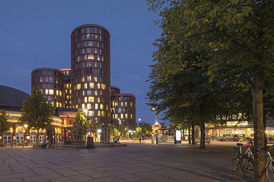 Axel Towers, Kopenhag ve Danimarka'nın en önemli meydanlarından biri olan Axeltorv'da konumlanıyor.