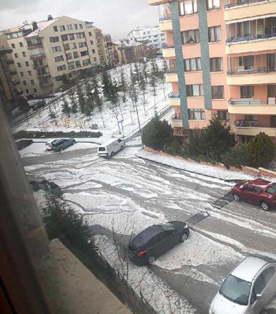 Dolu nedeniyle sokaklar beyaza büründü