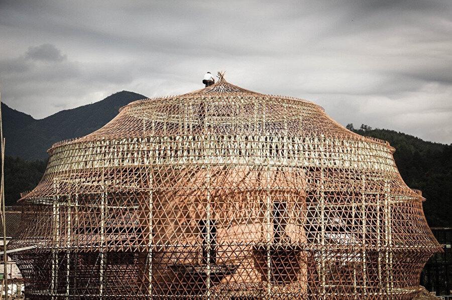 Projenin bambudan yapılmış dış kabuğu.