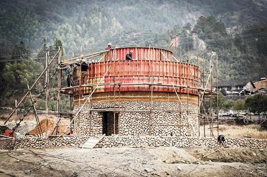 Yapının ana kullanım alanlarını içeren taş çekirdek.