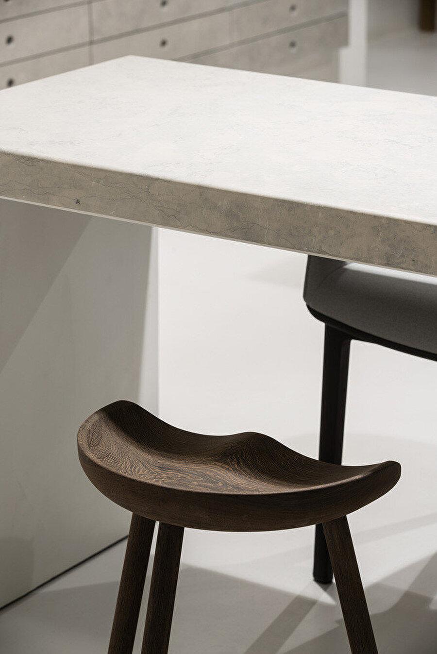 İç mekanda kullanılan ahşap mobilyalar.