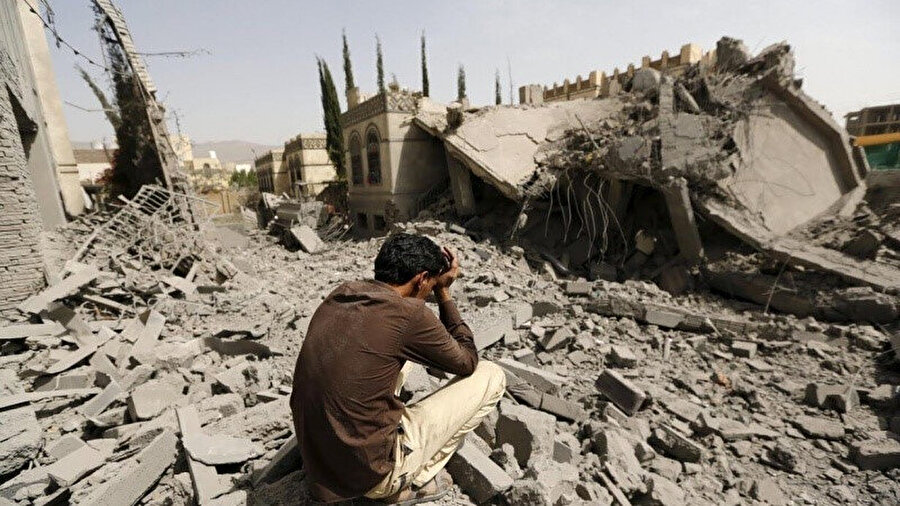 Sadece evi değil, dünyası da yıkılan çaresiz bir Yemenli