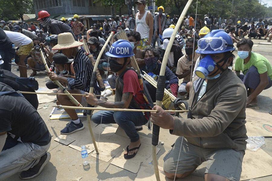 Myanmar'daki krizin, komşu ülkelere doğru bir göç dalgasına sebep olacağından endişe ediliyor.