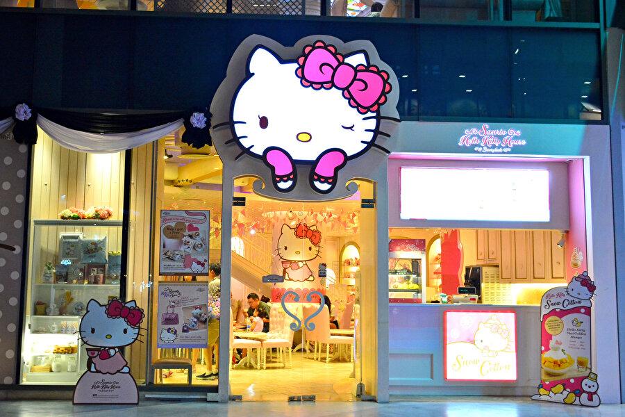 2008 yılında Japonya Hello Kitty'yi turizm elçisi olarak seçti ve dünyanın en sevimli elçisi olarak tebrikleri kabul etti.