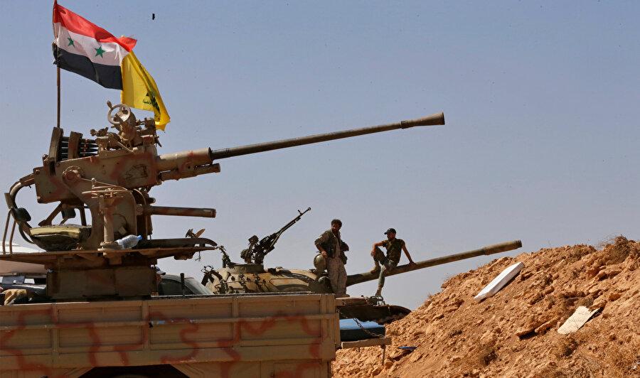 Suriye'deki iç savaşın başından bu yana Esed rejimine desteğini sürdüren Hizbullah militanları.