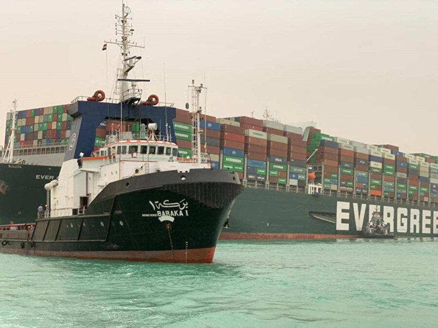 The Evergreen'ın küresel ticarete verdiği günlük zararın ise 10 milyar dolar civarında olduğu belirtiliyor.