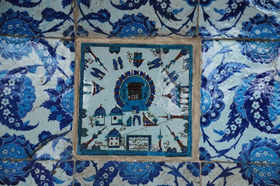 Rüstempaşa Camii son cemaat yeri Kâbe Tasvirli Çini Pano.