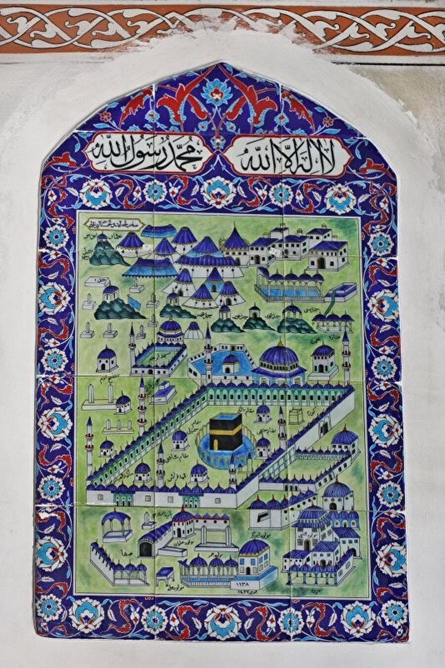 Eyüp Cezeri Kasım Paşa Camii mihrap duvarındaki Kâbe tasvirli çini pano (1726)