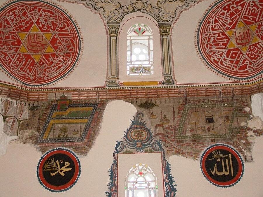 Manisa Kula Camii mihrap duvarında yer alan Kâbe tasvirli duvar resmi (1780)