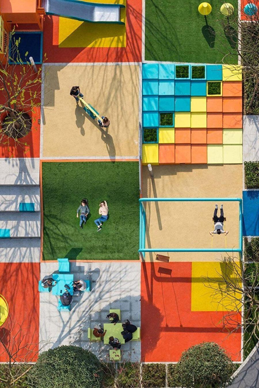 Proje, piksel adı verilen karelerin bir araya getirilmesiyle oluşturuluyor.