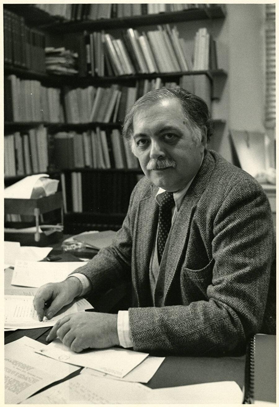Oleg Grabar