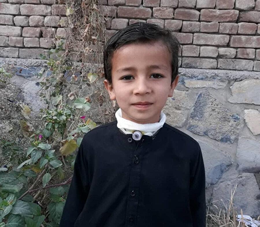Amcası Dr. Mücahit, Arvan'ın küçüklükten beri nefes alma problemi yaşadığını, Afganistan'da bugüne kadar teşhis konulamadığı için tedavisinin gerçekleştirilemediğini belirtti.