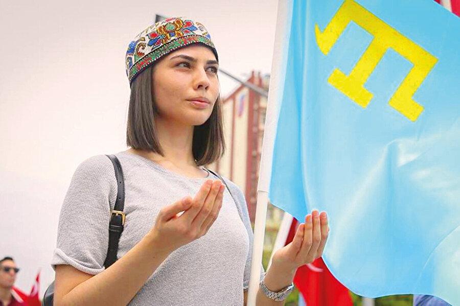 Vaktiyle nüfusu ve sosyo-kültürel yapısı radikal biçimde tahrip edilmiş 2,3 milyonluk Kırım'ın resmî sayımlara göre yüzde 58'i Rus'tu.