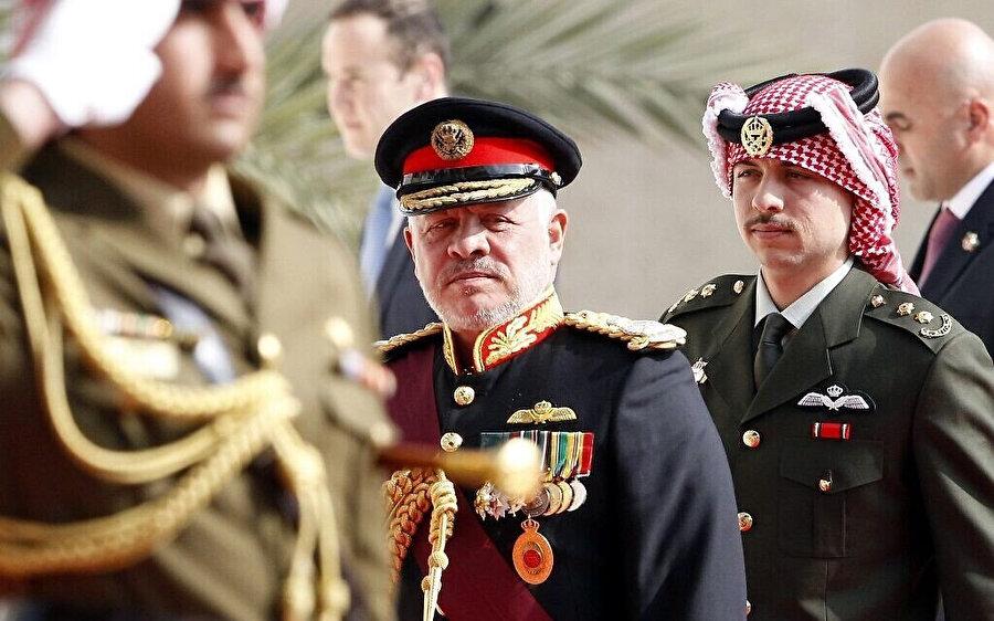 Ürdün Kralı 2. Abdullah ve Veliaht Prens Hamza, Ürdün parlamentosunun açılış töreninde.