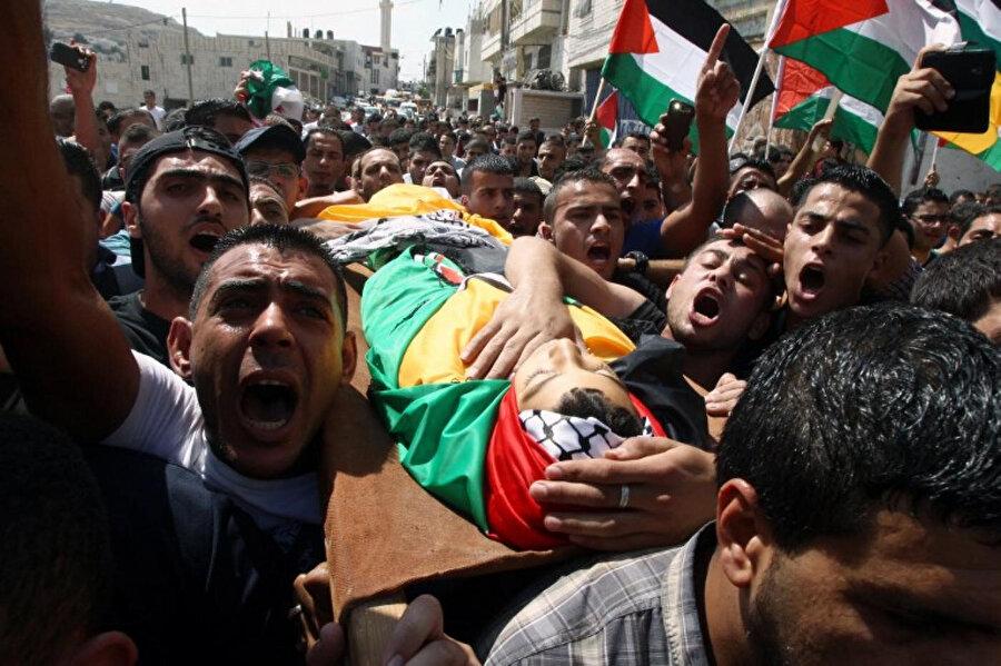 İşgal altındaki Batı Şeria'daki El Halil kentinde İsrail askerlerince şehit edilen Filistinli bir çocuk.