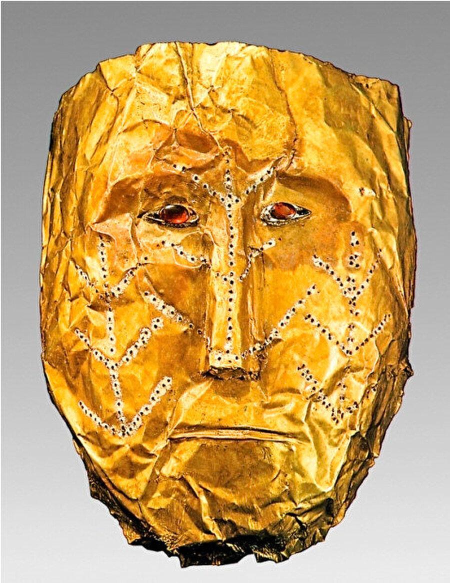 Bu maskelerin koruyucu atanın ruhunu tasvir ettiğine de inanılmaktadır.