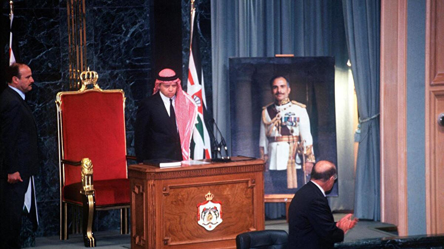 Kral 2. Abdullah, babasının ölümü üzerine 7 Şubat 1999 tarihinde tahta geçerken.
