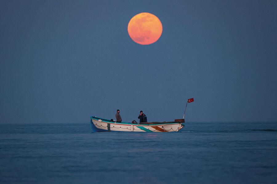 Ay takvimi yani kamerî yıl, ayın dünyanın çevresindeki dolaşımı ile oluşan yıl olup 354 gündür.