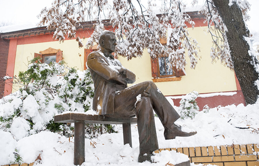Bulgakov heykeli, Kiev