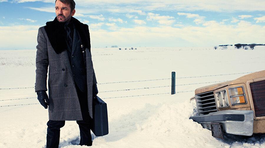 Fargo'nun filminden sonra dizisinin ilk sezonunun da çok beğenilmesi, yine kara mizahla dolu bir hikâyeden yola çıkılarak hazırlanan ikinci sezonunun 2015 yılında ekranlara taşınmasını sağladı.