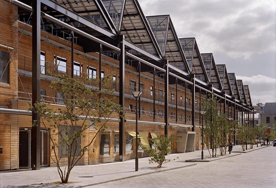 3.500 m2'lik bir alana güneş panelleri yerleştiriliyor.