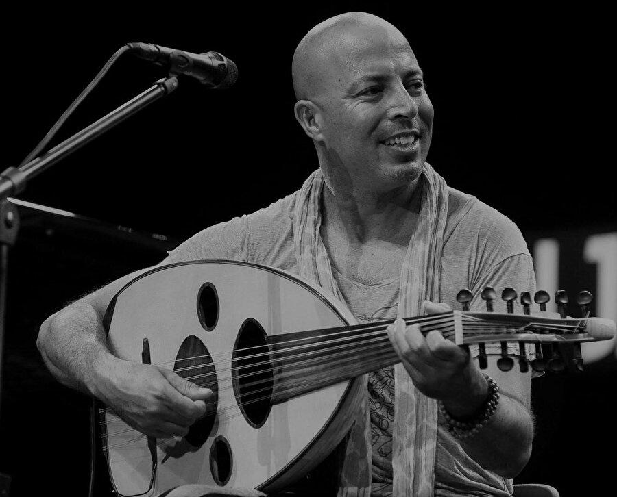 2011 yılında Almanya'da Hüsnü Şenlendirici ve Aytaç Doğan ile beraber Birds Requiem albümünde şarkı kaydetmiştir.