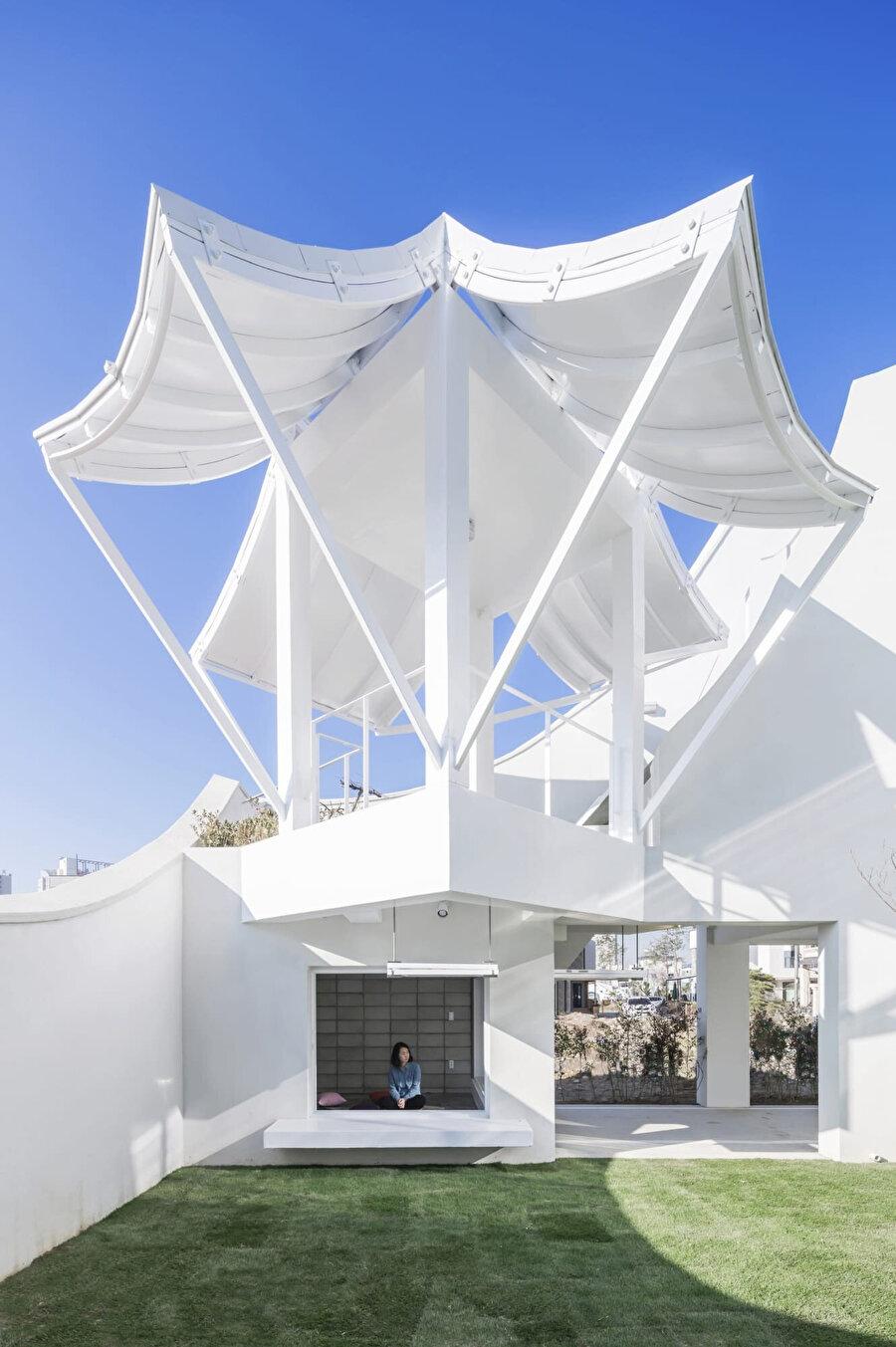 Rumaru pavyonunun çatı kotundan görünümü.