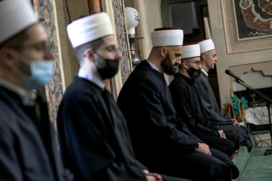 """Velic, hem mukabele hem de ramazan boyunca yapılan bütün ibadetlerin, """"dünyayı kurtardığı"""" mesajını gönderdiğini ifade etti."""
