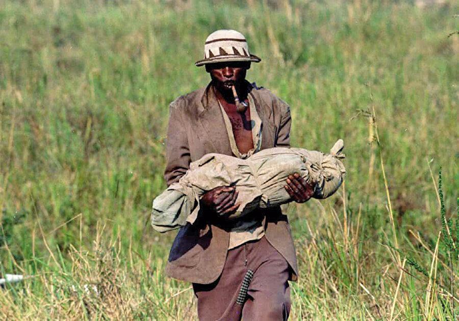 Ruanda ve Burundi'de iki etnik kimlik bulunuyor. İki ülkenin de yaklaşık yüzde 85'ini 'Hutu'lar ve yüzde 14'ünü ise 'Tutsi'ler oluşturuyor.