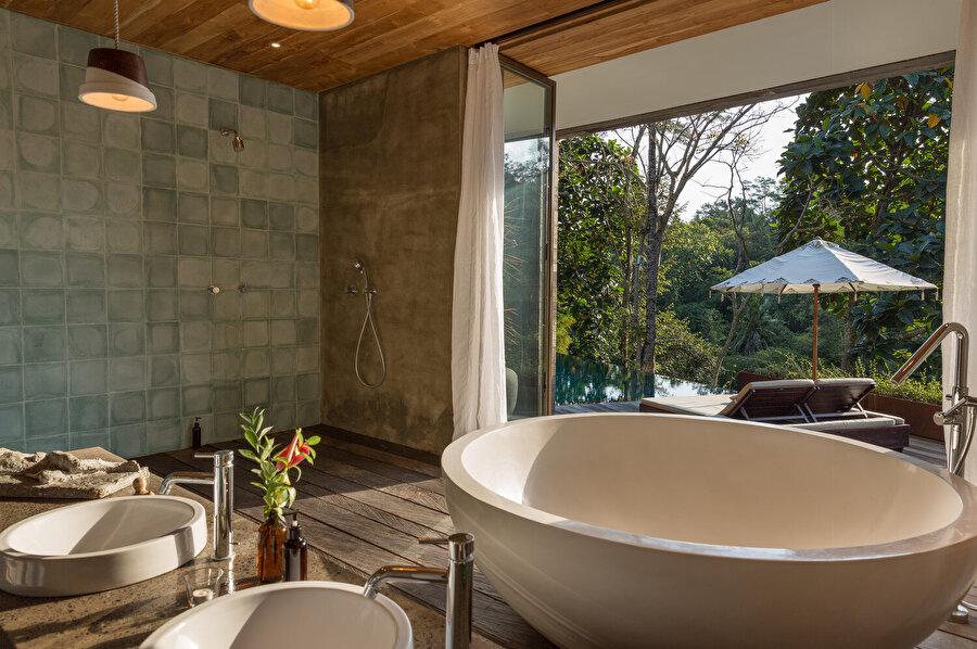 Odalarda, açılır kapanabilir sistemler oluşturarak, tropikal bölgelerde yaygın olan, doğal havandırmadan yararlanılıyor.