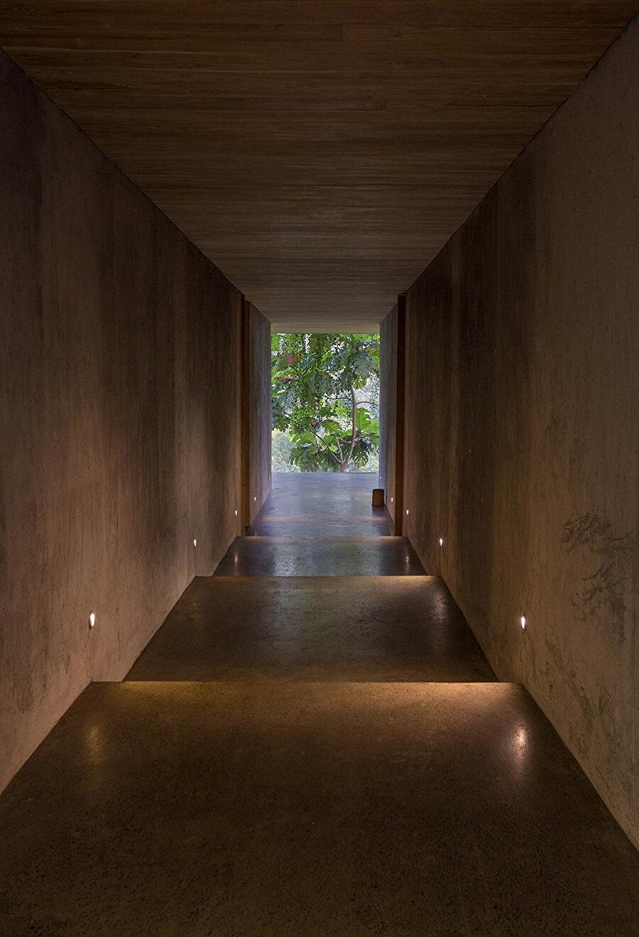 Yapı, minimalist çizgileriyle dikkat çekiyor.