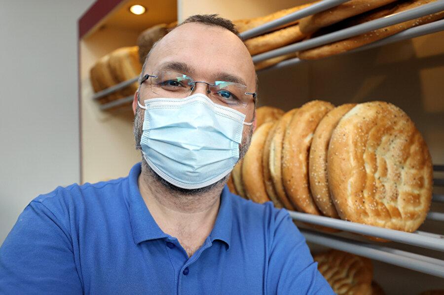 Türk fırıncı Dikmen Ramazan ayı boyunca günde 300 ekmeği ücretsiz dağıttı.