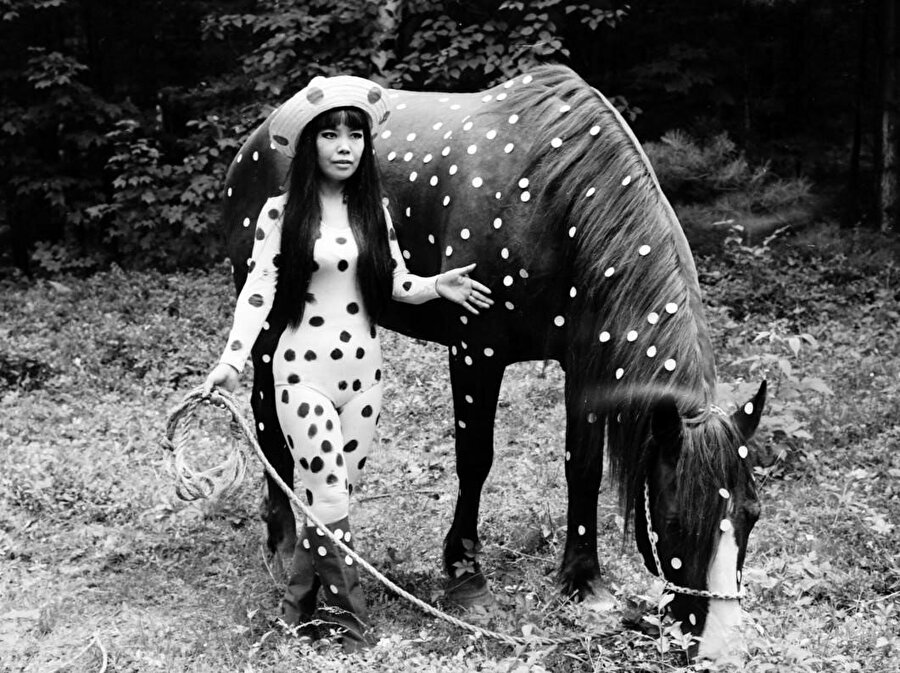 """""""Kusama's Self-Obliteration"""" isimli filmden bir kesit, 1967."""