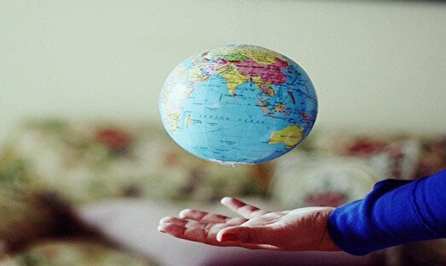 Dünya üstü hayatının etkisi… Dilimize etkisi bu… Arada böyle ünlemler duyarsın
