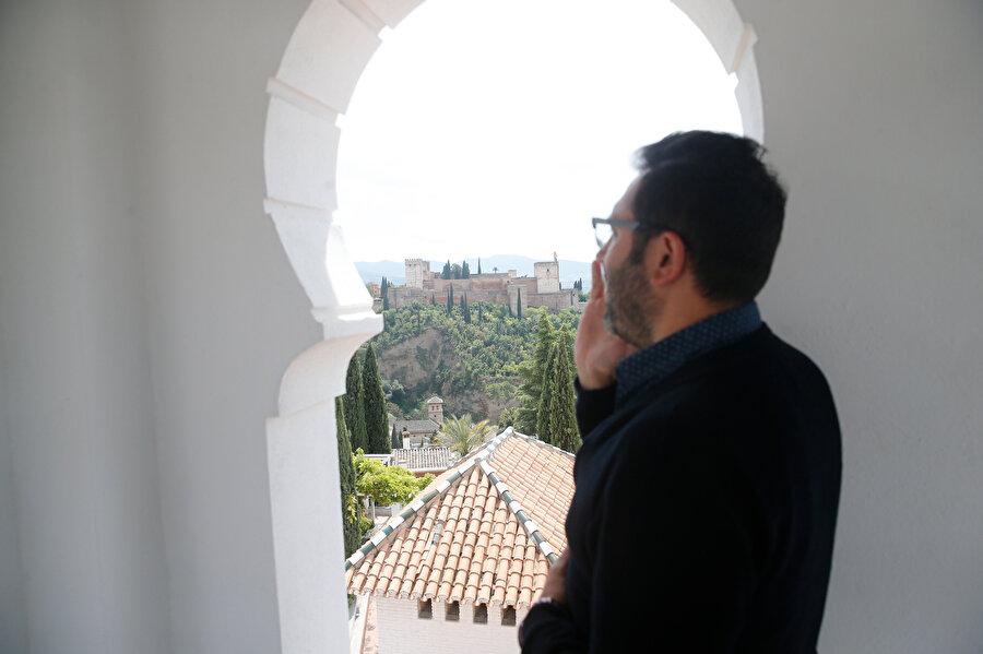 Tüm İspanya'da ezanı, minareden yüksek sesle okuyabilen tek cami.