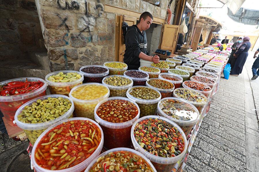 Ramazan ayının girmesiyle çarşı ve pazarlar hareketlendi.