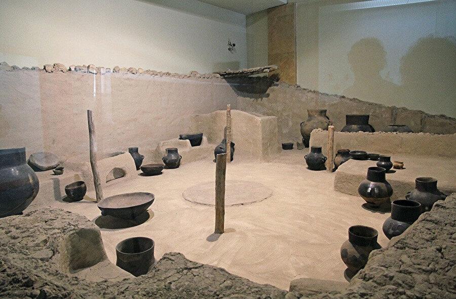 Niğde Arkeoloji Müzesi Köşk Höyük'ten bir evin rekonstrüksiyonu.
