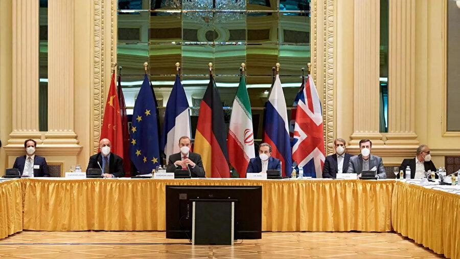 """Viyana'da süren toplantılarda """"ABD'nin nükleer anlaşmaya dönüşü, İran'a yönelik ambargonun kaldırılması ve anlaşmanın tam olarak uygulanması"""" konuları görüşülüyor."""