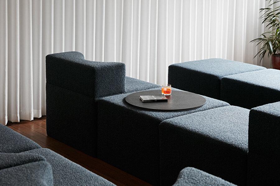 Modüler sistem sayesinde kullanıcının istek veya anlık ihtiyacına göre oturma birim şekillendirilebiliyor.