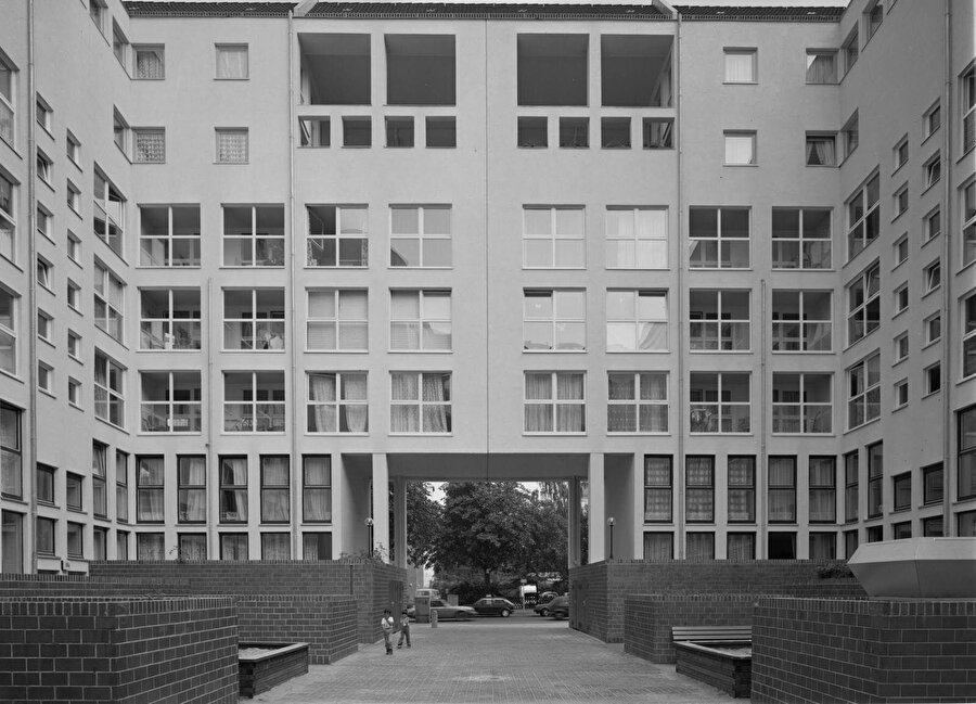 Schillerstrasse, Miquelstrasse, Lützowplatz'daki apartman kompleksi.