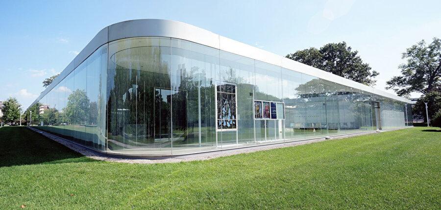 Toledo (Ohio) Sanat Müzesi'ndeki (2001-06) Cam Pavilyon.