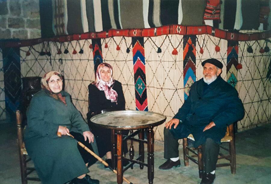 Mevhibe Kor, eşi ve kızı ile birlikte.