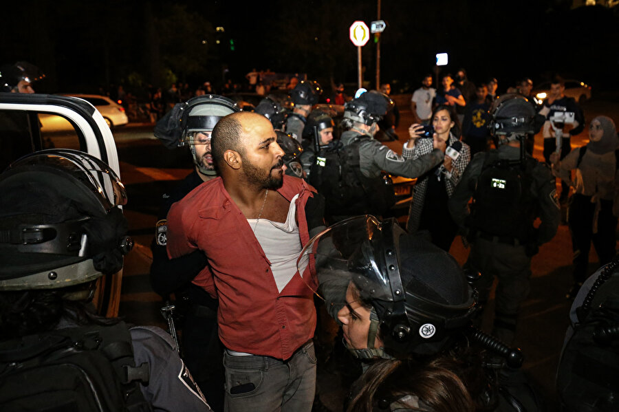 İsrail güçlerinin Kudüs'ün Şeyh Cerrah Mahallesi'ndeki ihlalleri protesto eden Filistinlilere müdahalesi.