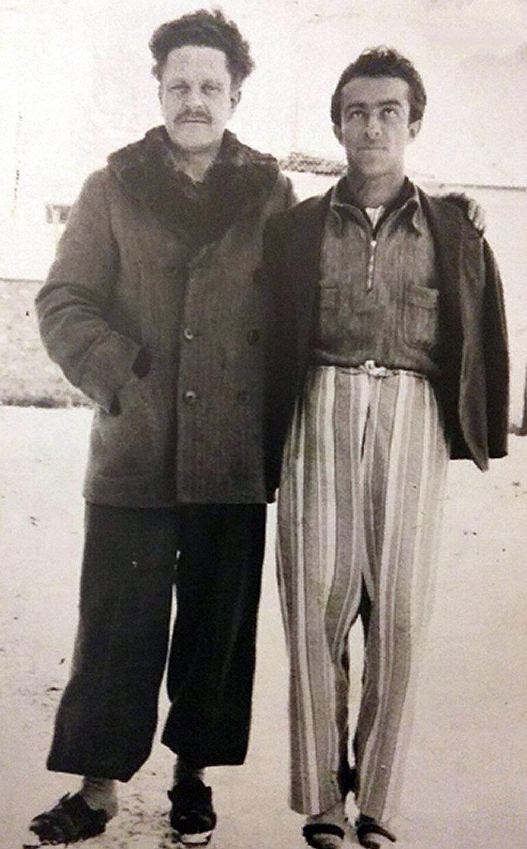 Nâzım Hikmet Orhan Kemal'le Bursa Hapishanesinde, 1943.