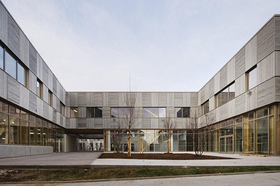 L'Industreet, eğitim üzerine kurulu kampüsün endüstri okulu kısmını oluşturuyor.