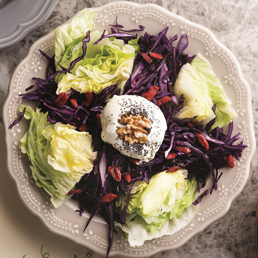 Goji berryli göbek salata