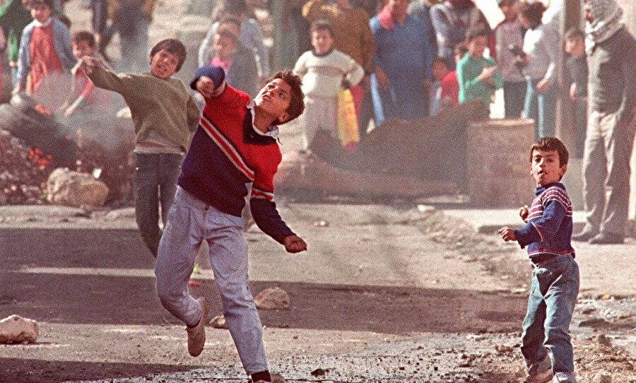 1987'deki Birinci İntifada'dan bir fotoğraf.