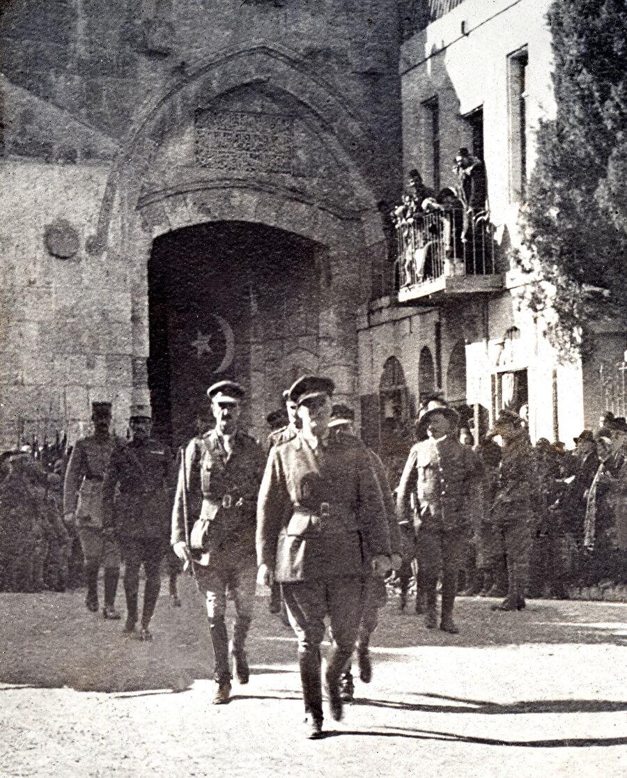 Allenby Kudüs'e giriyor