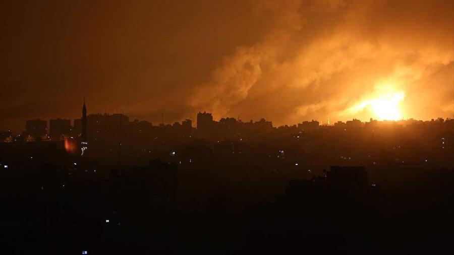 İsrail bombardımanları sonrası elektrikleri kesilen Gazze ve İsrail'in hava bombardımanı.